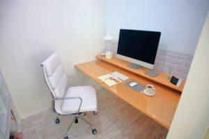 白いオフィスチェア 在宅勤務