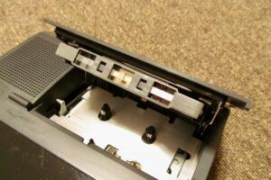 ラジカセとカセットテープ