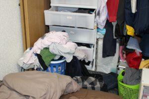 物で溢れた汚部屋