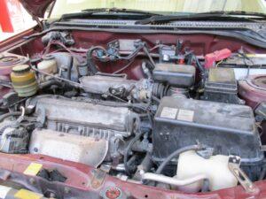 古い車 エンジンルーム