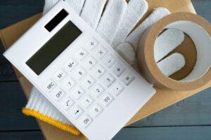電卓と作業道具